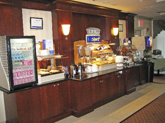 Holiday Inn Express Hotel &amp; Suites Drums-Hazelton: Breakfast Bar