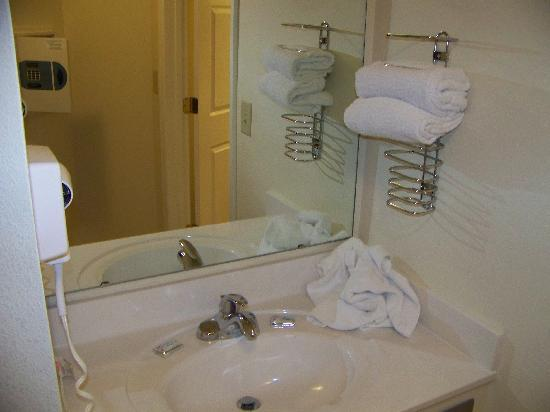 Extra vanity outside of condo bathroom such a nice addition - Bathroom vanities myrtle beach sc ...