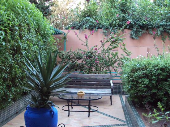 Residence Amina: Beautiful gardens