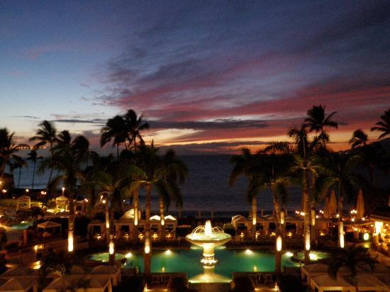 Four Seasons Resort Maui at Wailea: Sunset at the Four Seasons