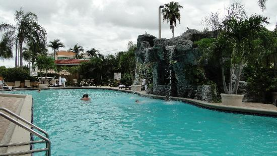 Pool area - Picture of Embassy Suites Fort Lauderdale