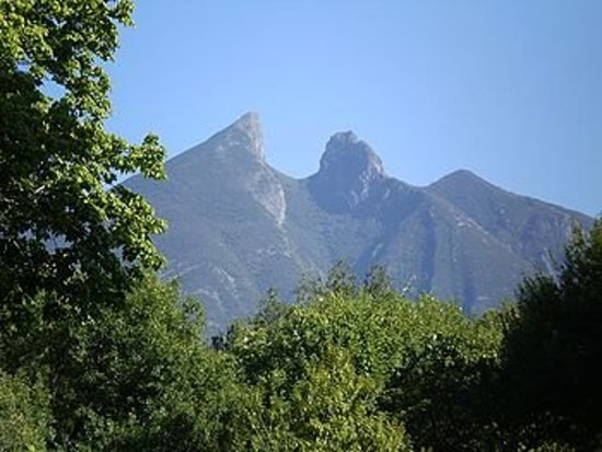 Le Cerro de la silla , symbole de la ville de Monterrey