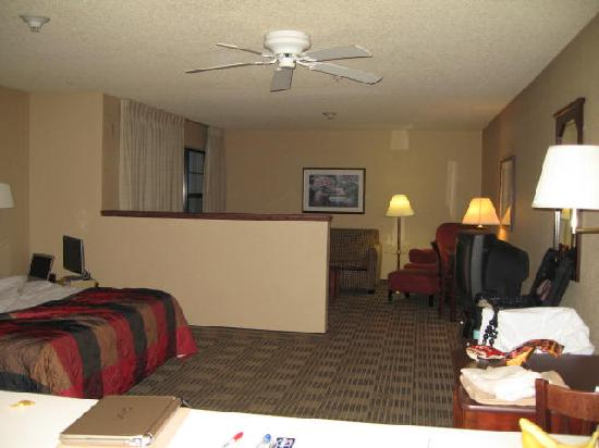 Extended Stay America - Portland - Beaverton - Eider Court: King SUITE taken from the kitchen