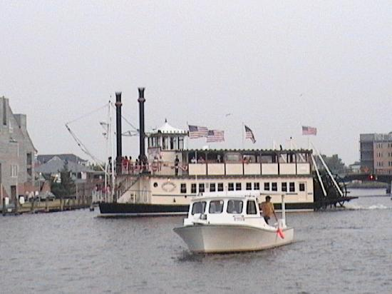 Killarney B Inn B: The Dorethy Megan Paddle Wheel Dinner Cruise