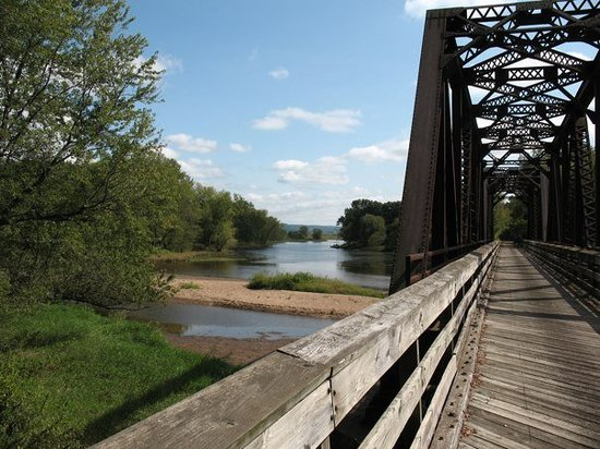 Onalaska, Ουισκόνσιν: Crossing the Black River.   The La Crosse River Trail had 18 bridges
