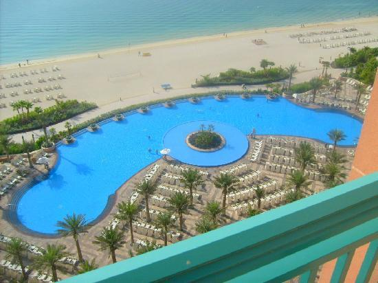 la piscine avec plage picture of atlantis the palm