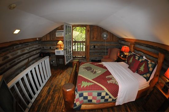 Pilot Knob Inn: Bedroom