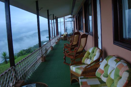 BEST WESTERN Paradise Inn & Spa: The Balcony behind the rooms