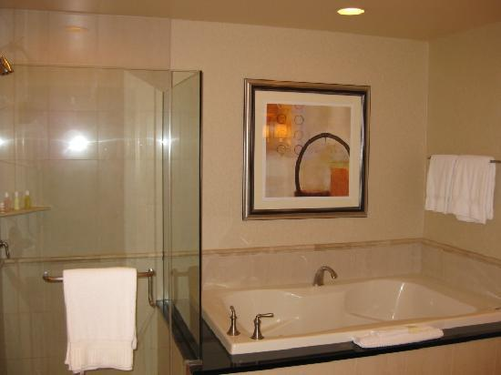 The bathroom - Picture of Signature at MGM Grand, Las Vegas ...