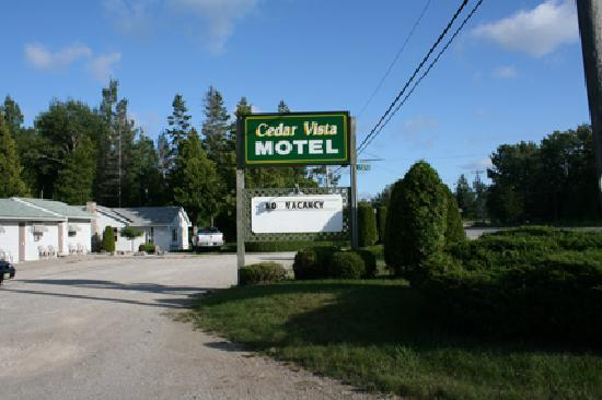 Tobermory, Kanada: Cedar Vista Motel view
