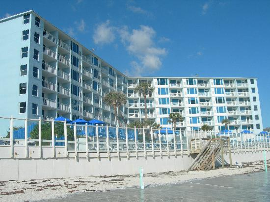 Islander Beach Resort: View of Islander from the beach.