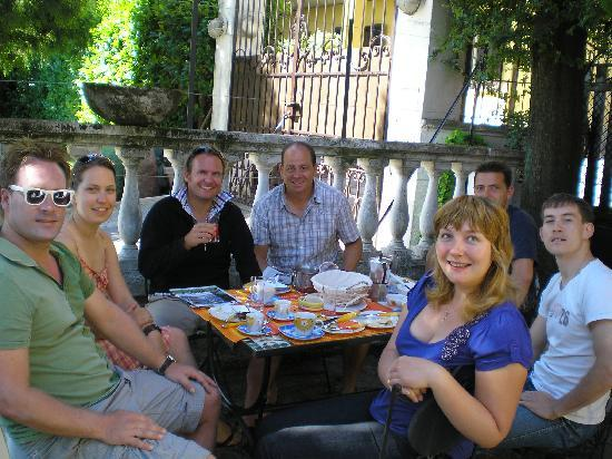 Villanuvola Bed &amp; Breakfast: With german friends