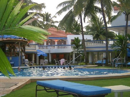 Royal Resorts: Royal Goan Beach Club at Benaulim: sitting under the veranda outside room