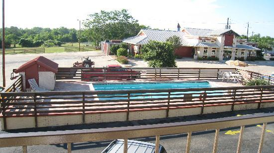 Super 8 Fredericksburg: The pool
