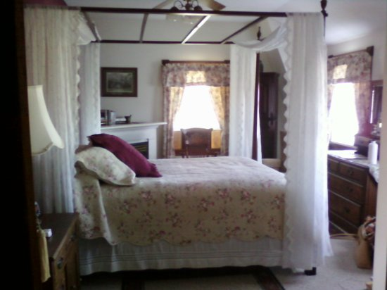 Fitch Claremont Vineyard Bed and Breakfast: Claremont Suite