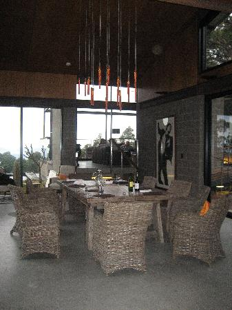 Sangoma Retreat: Dining room with chandelier