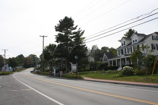 Lincolnville, ME: Spouter Inn from across highway