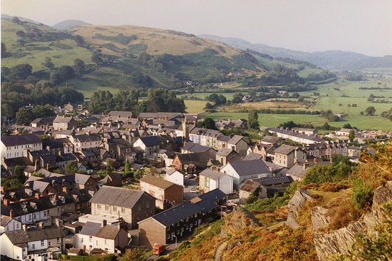The town and surrounding topography of Machynlleth.