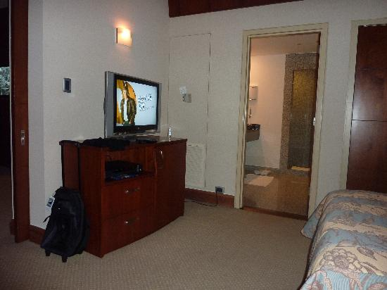 Hilton Colon Guayaquil: TV in bedroom