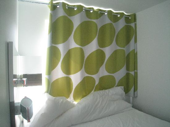 Wakeup Copenhagen Carsten Niebuhrs Gade: Bed with curtains mid afternoon