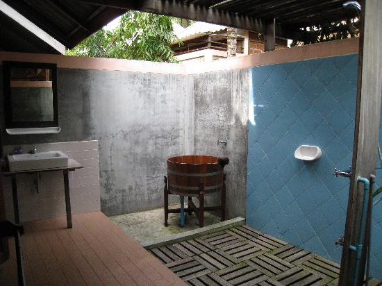 Outdoor open air bathroom was so neat picture of sunset for Open air bathroom designs
