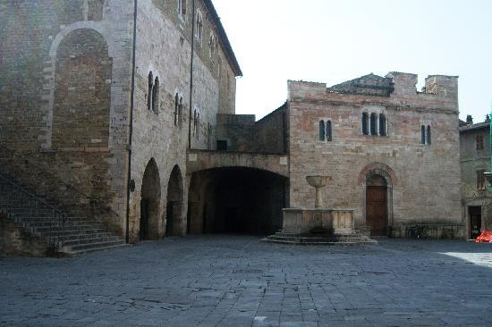 Bevagna, Italia: Piazza