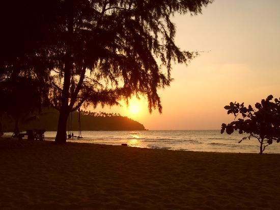 Wang Sai Resort: Sunset on the beach