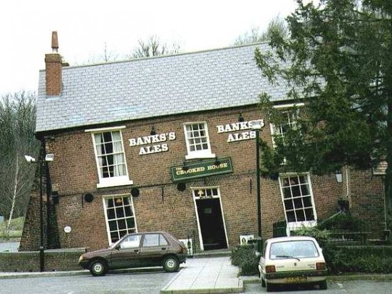 "Dudley, UK: EDGE OF HIMLEY ESTATE-GLYNNE ARMS(MOST POPULURTY KNOWN AS THE ""CROOKED HOUSE"" OF THE SIDEN HOUSE"