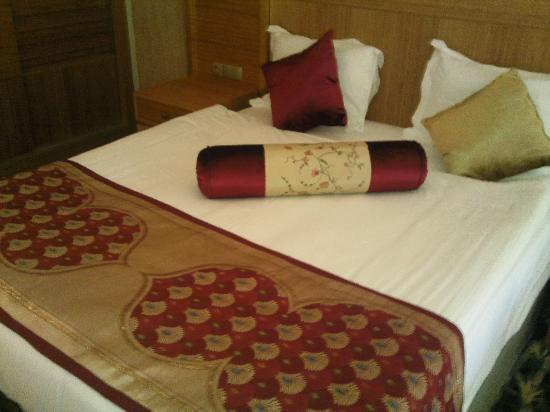 Royal Dragon Hotel: Bed no3
