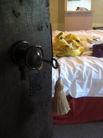 Shakespeare House: The old fashioned door and key