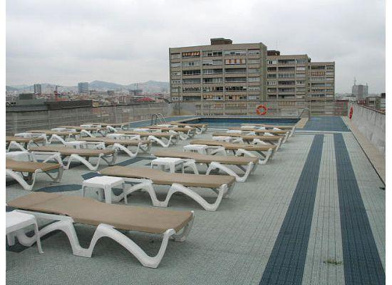 Roof top pool picture of expo hotel barcelona barcelona for Pool show barcelona