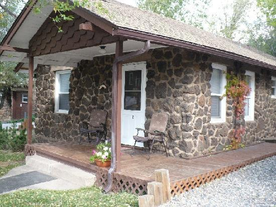 Comfi Cottages of Flagstaff: Entryway to comfiness (aka porch)