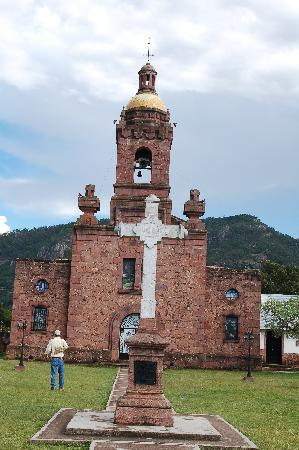 Hotel Paraiso del Oso: church in cerocahui