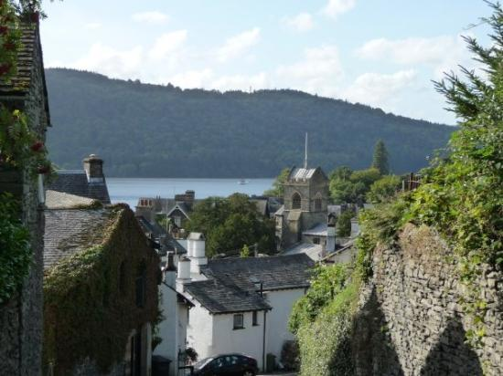 Уиндермир, UK: A view from a pub on the hill @ Windermere, Lake District.