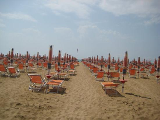 ... und hier der Beweis - TouristenStrand Bibione komplett LEER ...