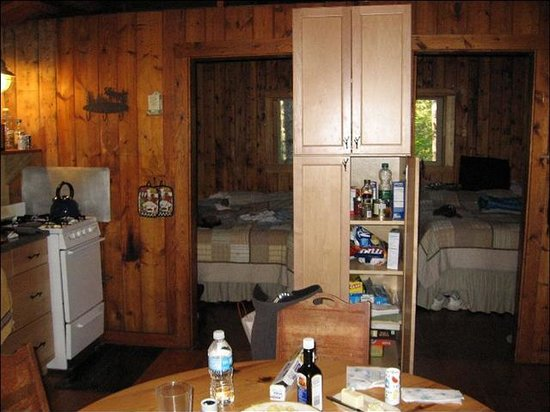 Echo Trail Outfitters & Resort: The cabins are basic, but comfortable with everything you need
