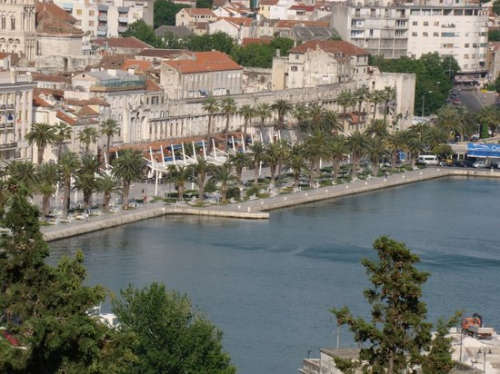 Diocletian&#39;s Palace and Split Waterfront