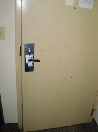 Gainesville Hotel and Conference Center: Condition of door inside room, similar to walls and other doors.