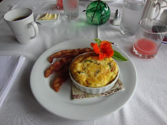Waianuhea Bed & Breakfast: Beautifully served & delicious food