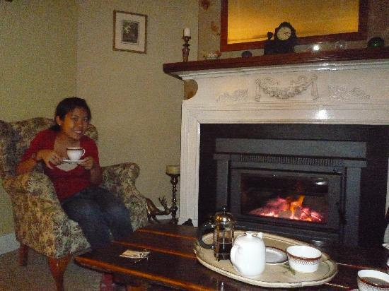 Woodford of Leura: Enjoying my tea by the fireplace