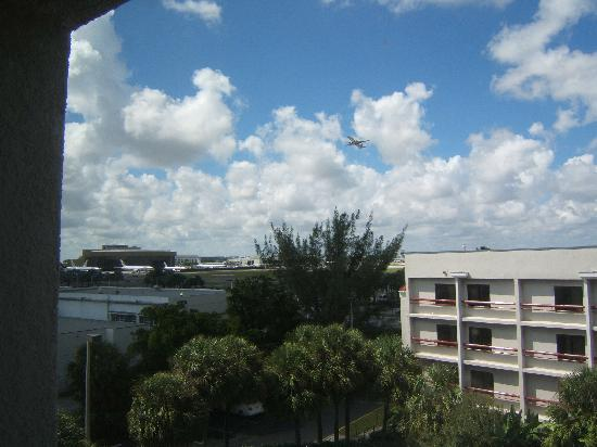 Hotel with airport view Miami Airport