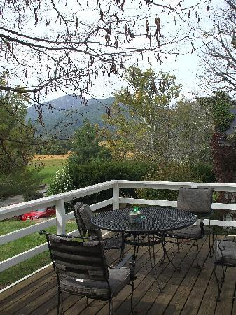Sharp Rock Vineyard Bed and Breakfast Cottages: view from the cottage deck