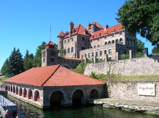 Singer Castle Tours http://www.tripadvisor.es/LocationPhotos-g47468-d582192-w3-Singer_Castle_on_Dark_Island-Chippewa_Bay_New_York.html