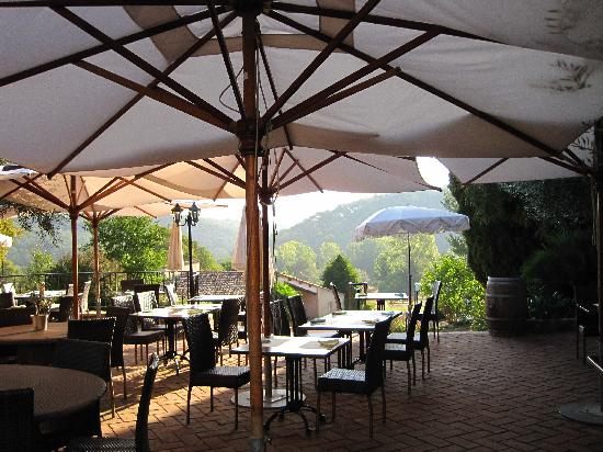 Lorgues, France: outdoor dining area