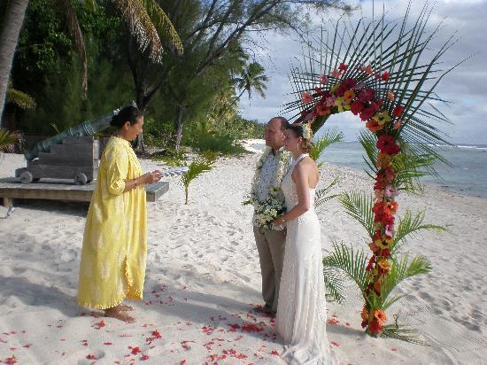Traditional wedding arch on Magic Reef Beach MarkandClaire2009