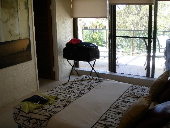 Sun Lagoon Resort: Cosy main bedroom with ensuite and walk in robe