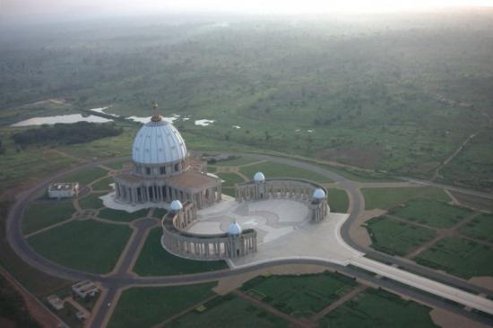 Yamoussoukro, Côte d'Ivoire : Ariel view of Basilica (From Helicopter MI-17)