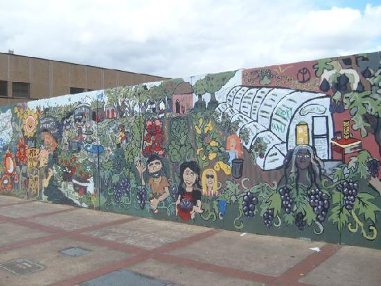 Campus Inn: mural in downtown Eugene