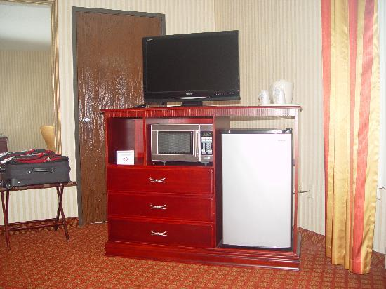 "Wixom, MI: ""HD"" TV, Refridge & Microwave"