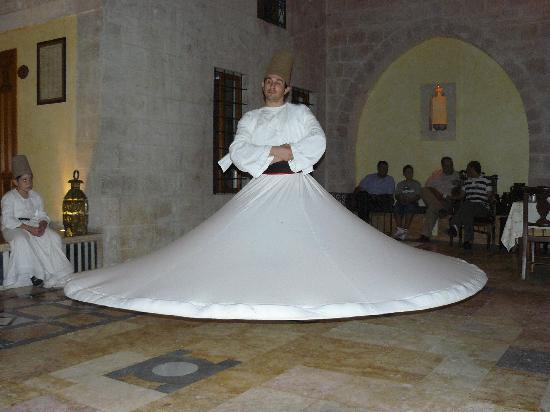 Yasmeen d'Alep Hotel: The Dance of the Whirling Dervish!!!